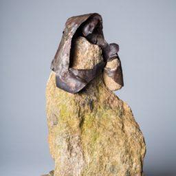 macierzyństwo (matherhood) 2010 kamień i metal (stone and metal) 36x22x11 cm cała