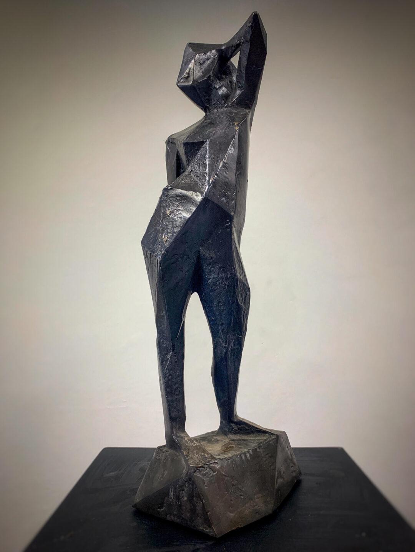 Paweł Orłowski rzeźby młoda dziewczyna